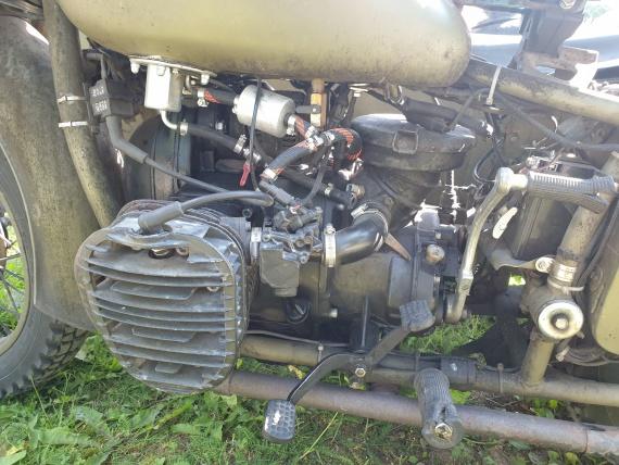 Инжектор на древнем двигателе, и ведь работает!